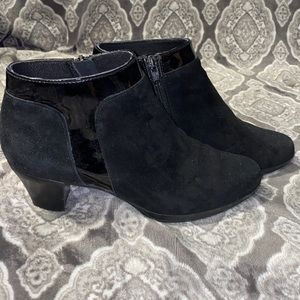 Munro black booties